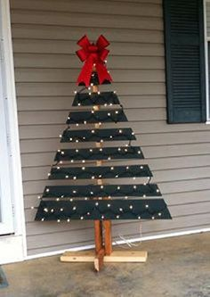 Pallets are so versatile, this time one was turned into a Christmas tree for the front porch. The pictures are pretty self explanatory and easy to follow, all you need to know is find one pallet in good condition, cut it, paint it and make a stand for it... Don't forget to put lights and a nice star or bow as the topper and voilá... Ready for the Holidays.... Along with this DIY we have included an assorted array of more pallet Xmas trees for extra inspiration...via Facebook