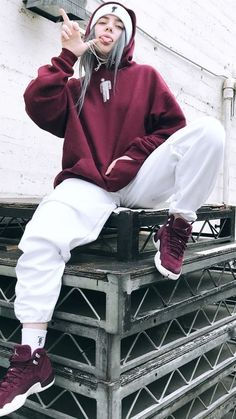 The Trademarks of Billie Eilish Style: Get the Look! - Style in the Way The Trademarks of Billie Eilish Style: Get the Look! - Style in the Way Such a good winter outfit from Billie Eilish! Obsessed with her style and haven't been able to stop listening Skater Girl Outfits, Tomboy Outfits, Tomboy Fashion, Retro Outfits, Cute Casual Outfits, Look Fashion, Streetwear Fashion, Fashion Outfits, Boyish Outfits