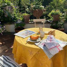 Picnic Blanket, Outdoor Blanket, Dream Apartment, Dream Rooms, Simple Pleasures, Foto E Video, Tea Time, House Design, Table Decorations