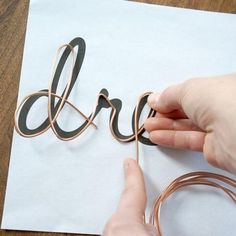 DIY Chunky Throw Blankets - List Pin - Copper wire has many unique properties. It is bendable, flexible and … -Easy DIY Chunky Throw Blankets - List Pin - Copper wire has many unique properties. It is bendable, flexible and … - . Paper Mache Diy, Diy Paper, Copper Wire Crafts, Copper Wire Art, Barbed Wire Art, Copper Wire Jewelry, Pendant Jewelry, Wire Letters, Wire Wall Art