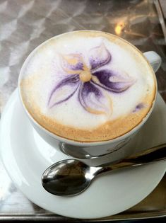 Luxurious Café Latte art ❤ ~LadyLuxury~ :D Coffee Latte Art, I Love Coffee, My Coffee, Coffee Drinks, Coffee Beans, Morning Coffee, Coffee Shop, Cappuccino Art, Coffee Lovers