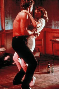 Baby and Johnny Castle / Jennifer Grey and Patrick Swayze in Dirty Dancing Iconic Movies, Old Movies, Great Movies, Dirty Dancing, Dancing Couple, People Dancing, Movies And Series, Scenes From Movies, The Way I Feel