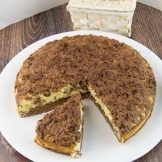 Vă prezentăm un desert incredibil de gustos și gingaș, care se prepară foarte simplu, iar rezultatul va fi la înălțimea așteptărilor dvs. Savurați cu plăcere textura fină de brânză gingașă cu stafide, combinată perfect cu Romanian Desserts, Romanian Food, Tiramisu, Sweet Tooth, Sweet Treats, Cheesecake, Deserts, Good Food, Food And Drink
