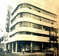 GLOBE THEATRE in 1953. located at Quezon Boulevard near the corner of Raon (Gil Puyat St.) and occupying the same block of Life Theatre. The building is still there minus the theatre signage. The theatre is already closed although the inside is still intact with seats and giant screen. The former lobby is converted into shops selling various items and other electronic items. Credit: Cesar Hernando, Mabelle Tenorio. Interesting Photos, Cool Photos, Philippine Architecture, Globe Theatre, Filipiniana, Electronic Items, Makati, Manila, Filipino