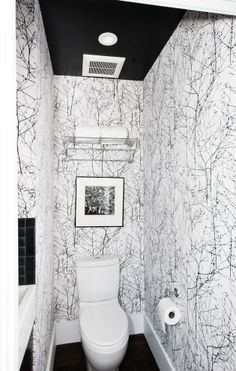 Who would have thought that you could get away with such a busy wallpaper in such a small space
