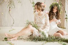 #bridal_updo #bridal_hair #bridal_shower #bridesmaids #flowers #flower_crown | Photography: Karina Savina | Flowers and Decor: Marzipan Wedding Studio | MUAH: Elstile | Location: ARENA Photo-studio | more on http://bridetips.ru/%D1%86%D0%B2%D0%B5%D1%82%D1%83%D1%89%D0%B8%D0%B9-%D0%B2%D0%B5%D1%81%D0%B5%D0%BD%D0%BD%D0%B8%D0%B9-%D0%B4%D0%B5%D0%B2%D0%B8%D1%87%D0%BD%D0%B8%D0%BA/