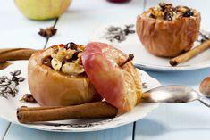 Mele al forno, la ricetta di un dessert con uvetta e cannella, da servire anche con il gelato