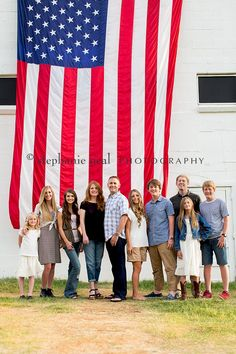 Family - stephanie neal photography park city, utah family p June Pictures, 4th Of July Photos, Large American Flag, American Photo, Country Senior Pictures, Male Senior Pictures, Large Family Poses, Family Posing, Family Images