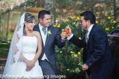 Las fotos espontaneas en una boda son únicas! demuestran y  certifican los sentimientos del momento