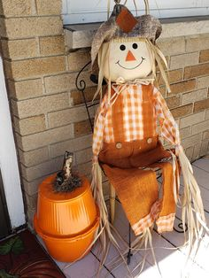 Easy Halloween Crafts, Fall Crafts, Thanksgiving Decorations, Fall Decorations, Life On A Budget, Diy Pumpkin, Autumn Inspiration, Hanging Baskets, Primitive