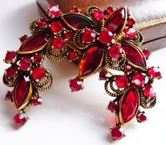 Weiss ruby red pin brooch  Hollycraft for by cherrylippedroses #vogueteam #hollycraftbrooch