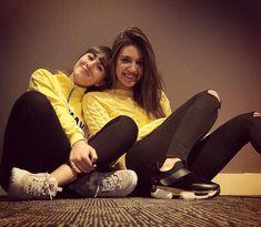 Encontrarnos e ir vestidas casi iguales. 😂😂 Cosas de hermanas 💜💜💜 #eleganza #conunasonrisa #singers