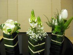 Composition florale Art Floral, Deco Floral, Modern Floral Arrangements, Small Flower Arrangements, Small Centerpieces, Wedding Centerpieces, Ikebana, Flores Diy, Wedding Table Deco