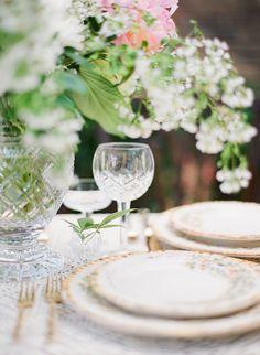 Summertime Tablescape Ideas via Magnolia Rouge