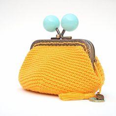 monedero de boquilla, monedero de ganchillo, monedero amarillo, boquilla bolas azules, árbol de la vida, amuleto árbol, regalo mujer de Basimaker en Etsy