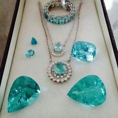 Exquisite jewelry - astonishing Brazilian and African paraiba tourmalines – Exquisite jewelry Emerald Jewelry, Gems Jewelry, Diamond Jewelry, Gemstone Jewelry, Jewelery, Fine Jewelry, Treasures Jewelry, Turquoise Jewelry, Tourmaline Jewelry