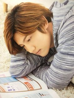 Why he looks so.....he just freaking reading the book tho *omg* haha - tvxq Changmin