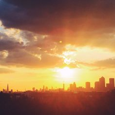 A beautiful sunset over the city of London #BurberryWeather 23°C | 73°F