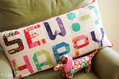 Pattern & Hue by Gina Martin. use these smaller letters, scaled down from original pattern, to make a banner. Has a link for punctuation too. Quilting Room, Quilting Projects, Sewing Projects, Quilting Ideas, Fun Projects, Alphabet Quilt, Cute Alphabet, Patchwork Cushion, Quilted Pillow
