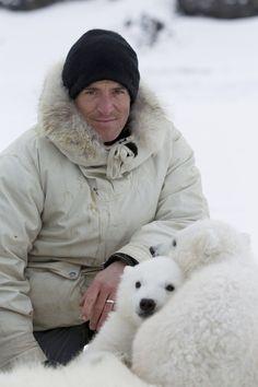 Gordon Buchanan describes the moment he came dangerously close to a polar bear in Svalbard, in Arctic Norway. Grizzly Bear Cub, Bear Cubs, Polar Bears, Sloth Bear, Panda Bear, Moon Bear, Close Encounters, Indiana Jones, Inspiring People
