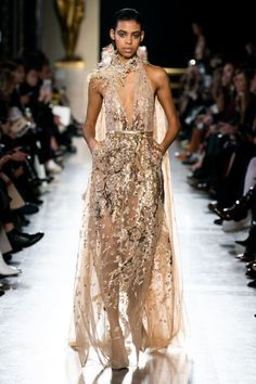 Elie Saab Spring 2019 Couture Fashion Show - Vogue Elie Saab Couture, Style Couture, Haute Couture Fashion, Couture Dresses, Fashion Dresses, Elie Saab Printemps, Runway Fashion, Fashion Show, Trendy Fashion