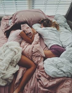 There's no one like your BFF! Check out these BFF pictures & bestie poses ideas Bff Pics, Photos Bff, Cute Friend Pictures, Cute Photos, Friend Pics, Cute Bestfriend Pictures, Shooting Photo Amis, Best Friend Fotos, Shotting Photo