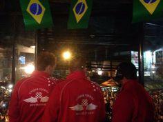 """""""Vila Madalena"""" ontem à noite (11/06/2014) - Bairro """"boêmio"""" em São Paulo, Brasil com a chegada dos Visitantes e Turistas do Mundo Inteiro, bem como de Torcedores de todos os Times participantes da COPA2014, já em expectativa para aproveitar a noite anterior à Abertura da Copa Mundial de Futebol da FIFA 2014. Teve até comidinhas ao estilo """"truck food""""!"""