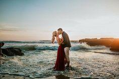 How to Take Good Beach Photos Couple Beach Pictures, Honeymoon Pictures, Couple Photos, Beach Engagement Photos, Engagement Couple, Couples Beach Photography, Wedding Photography, Engagement Photography, Pre Wedding Praia