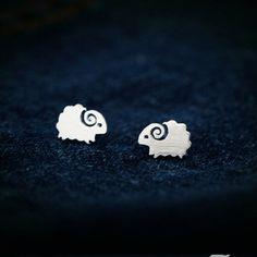 925スターリングシルバーイヤリング女性のためのかわいい小さな羊スタッドピアスファッション女の子スターリング-銀のジュエリー卸売