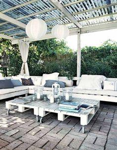 Salon de jardin, canapé d\'angle extérieur en bois | idées palettes ...