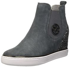 Guess Womens Freda Safety Boots Grey Size: 5 No description (Barcode EAN = 7613349843615). http://www.comparestoreprices.co.uk/december-2016-5/guess-womens-freda-safety-boots-grey-size-5.asp