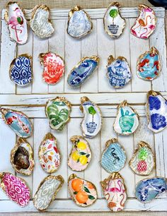 Decoupage Oyster Ring Dish, crafts christmas crafts diy crafts hobbies crafts ideas crafts to sell crafts wooden signs Seashell Painting, Seashell Art, Seashell Crafts, Beach Crafts, Tile Painting, Seashell Ornaments, Fabric Painting, Oyster Shell Crafts, Oyster Shells