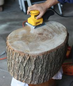 DIY Stump Table - great tips on working with raw wood.