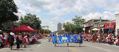 """加拿大渥太华、多伦多、温哥华、卡尔加里、蒙特利尔等多个大城市的法轮功学员应邀参加当地的盛大国庆庆祝活动,他们每到之处给人们带来欢乐,很多不同族裔观众表示非常高兴看到法轮功学员的到来。很多华人观众倍感自豪,兴奋拍照摄影。他们表示,法轮功游行队伍祥和美好;天国乐团的音乐演奏气势磅礴、震撼人心。还有许多华人在当天的庆祝活动上,声明退出中共党、团、队(简称""""三退"""")。 - 北美新闻"""