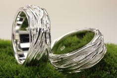 Mit Struktur: Partnerringe für die Hochzeit, Eheringe /  structure wedding rings, silver by Silbermoos via DaWanda.com