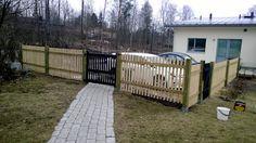 - Livet under Eken i Dalsvik -: Staket runt gården och Grind  vår 2015