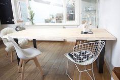 De Greta is een prachtige strakke boomtafel. Het tafelblad is 4 cm dik en gemaakt van massieve grenen balken. Je kunt kiezen uit 4 verschillende afwerkingen van het tafelblad, 4 verschillende vormen onderstellen en 4 verschillende kleuren afwerkingen van het onderstel. En dit allemaal vanaf €419,95 voor een complete tafel! Deze elegante boomstamtafel misstaat in geen enkele woonkamer of keuken.