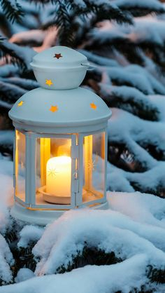 New Wall Paper Winter Love White Christmas Ideas Christmas Phone Wallpaper, Christmas Aesthetic Wallpaper, Winter Wallpaper, Rustic Wallpaper, Black Wallpaper, Winter Pictures, Christmas Pictures, Candle Lanterns, Candles