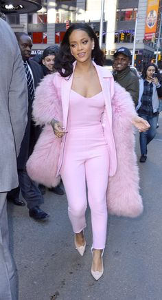Rihanna leaves 'Good Morning America' after promoting the Dreamworks animation movie 'Home' Rihanna Street Style, Mode Rihanna, Rihanna Home, Pink Outfits, Classy Outfits, Cute Outfits, Pink Fashion, Fashion Outfits, Womens Fashion