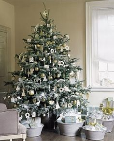 Galvanized buckets somehow fit with this pretty tree!