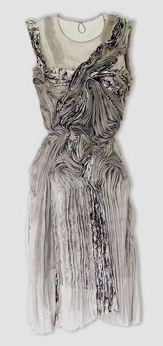 Marit Fujiwara. Timeless, elegant line flows