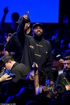 With just two days left until his new album and film Jesus Is King, are released, Kanye West held a listening and viewing party at The Forum in Los Angeles on Wednesday. Hypebeast, Jesus Is King Kanye, Yeezy, Kanye West Wallpaper, Kanye West Songs, Closer, New Kanye, Rapper, Hip Hop
