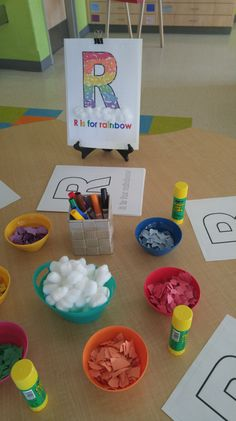 Letter R activities and center ideas for your kindergarten classroom.