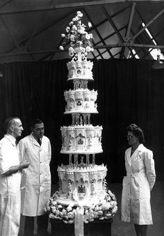 Mrs-Arlena — history-inpictures:   Queen Elizabeth's wedding...