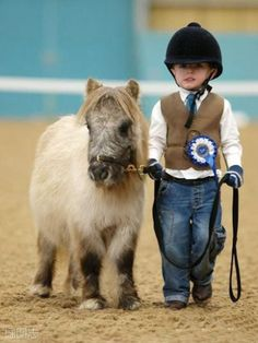 miniature horse + miniature human: the cuteness is unbearable Makes me seriously consider getting Lyla a mini horse! Beautiful Horses, Animals Beautiful, Beautiful Creatures, Beautiful Smile, Cute Kids, Cute Babies, Animal Pictures, Cute Pictures, Horse Pictures