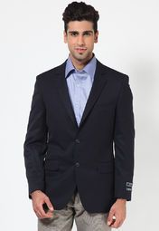 Complete your corporate look wearing this navy blue coloured blazer from the latest collection of Arrow. Featuring excellent fit and finish, it will lend you a sophisticated look in no time.