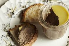 This is a quick spreadable pâté that can be knocked up in no time with either duck or chicken livers. It will keep well in the fridge for a few days and is one of those snacks that is hard to resist late at night. Pate Recipes, Liver Recipes, Terrine Recipes, Chicken Liver Pate, Chicken Livers, Duck Liver Pate Recipe, Wild Duck Recipes, Duck Pate, Mousse