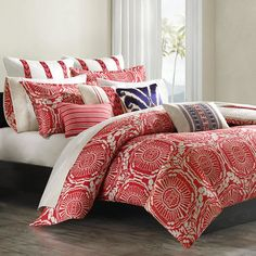 Refresh your bedroom with this cotton duvet cover set with a medallion motif. Get inspired at jossandmain.com!