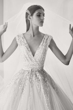 The most beautiful wedding dresses 2017 by Elie Saab Elie Saab Bridal, Lace Wedding Dress, Bridal Dresses, Wedding Gowns, Dress Lace, Glamour, Robes Elie Saab, Most Beautiful Wedding Dresses, Elie Saab Fall