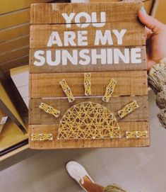 You are my Sunshine string art Cute Crafts, Diy And Crafts, Arts And Crafts, Ideias Diy, Mellow Yellow, Crafts For Teens, Craft Videos, Diy Room Decor, Diy Gifts